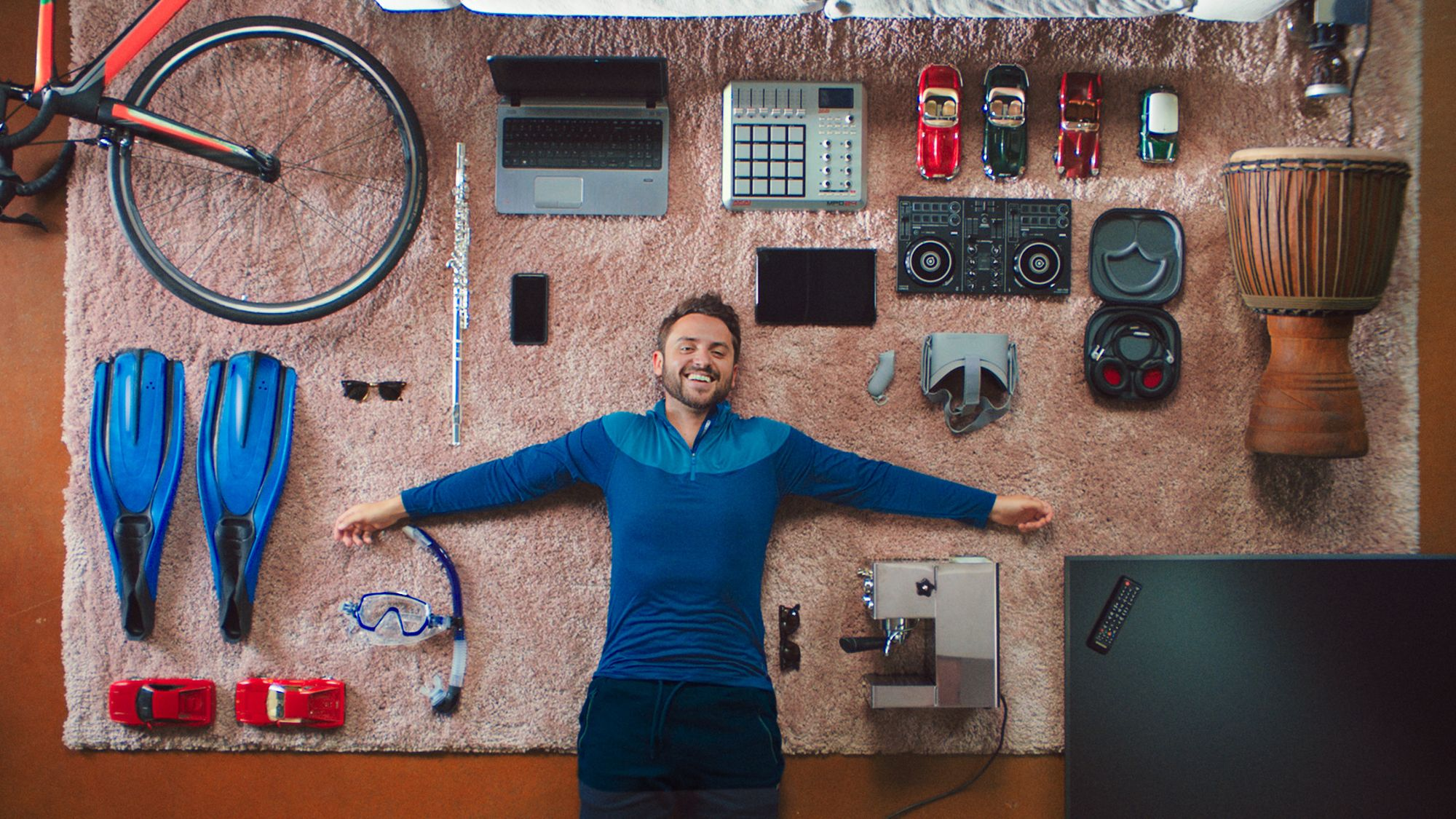 Tom-and-his-stuff-1