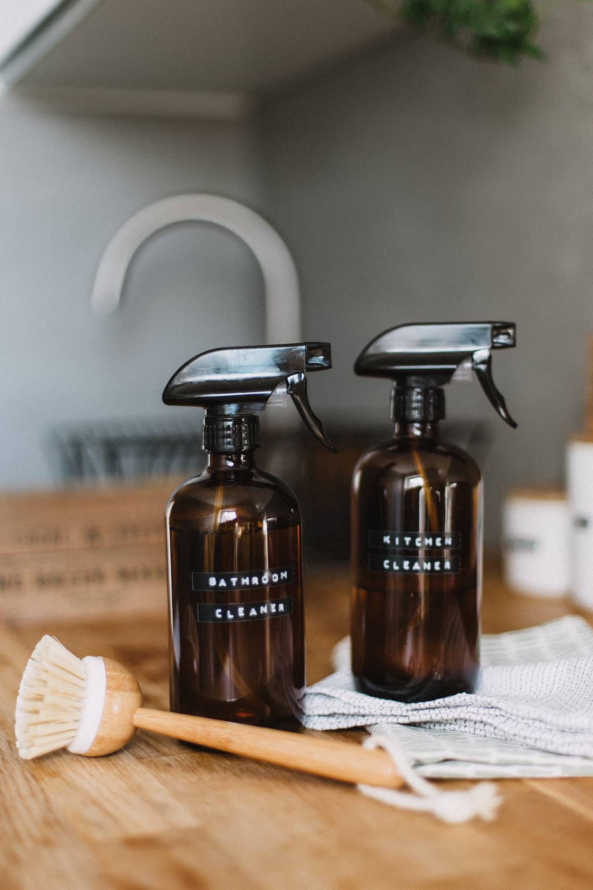Bathroom-and-kitchen-cleaning-bottles
